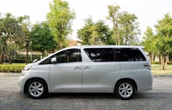 New stock  toyota vellfire 2.4v ปี2011